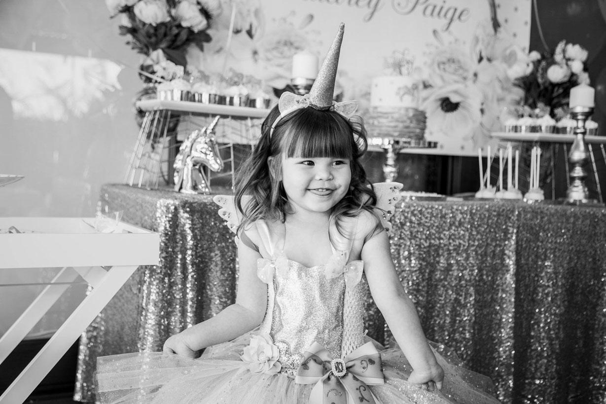 gold-glitter-unicorn-party-smile